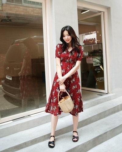Váy hoa đỏ tay ngắn dáng dài xinh xắn cho nàng dạo phố