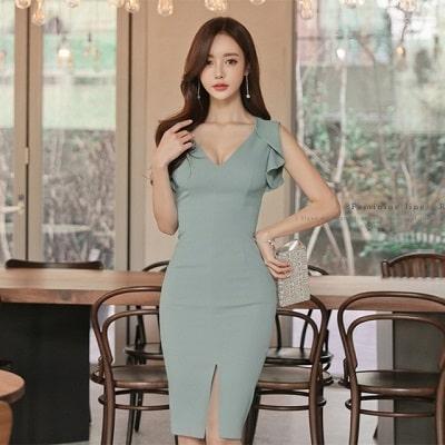 Quần lót tàng hình là lựa chọn tuyệt vời khi mặc với váy ôm body tôn vẻ đẹp quyến rũ