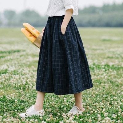 Bỏ áo vào trong váy midi tôn vẻ đẹp cho nàng 3 mét bẻ đôi