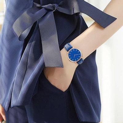 Lựa chọn đồng hồ phù hợp với màu da và màu váy - Ảnh 1