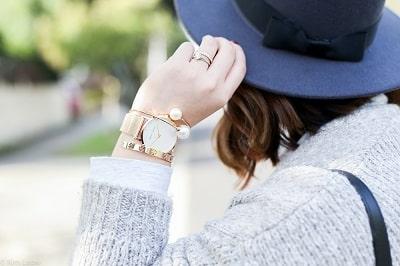 Chú ý lựa chọn đồng hồ phù hợp với kích thước cổ tay khi kết hợp với váy xòe