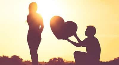 Hình ảnh đẹp về tình yêu khi chàng trai gửi gấm tình cảm của mình cho cô gái