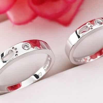 Tặng đối phương một chiếc nhẫn đôi Valentine nhân ngày 14/2 sẽ rất ý nghĩa và khẳng định mối nối vững chắc trong tình yêu