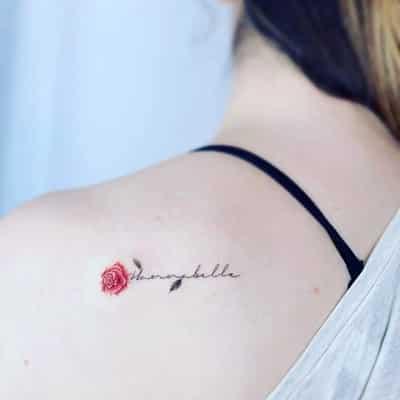 Nhẹ nhàng với kiểu hình xăm hoa hồng ở vai cho nữ đẹp tự nhiên