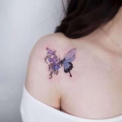 Một chút đáng yêu với hình xăm bướm 3d đẹp ở vai cho nữ