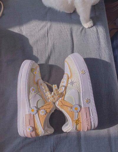 Hình ảnh về đôi Nike Air Force 1 Shadow lạ mắt được cộng đồng mạng chia sẻ trên các diễn đàn mấy ngày nay.