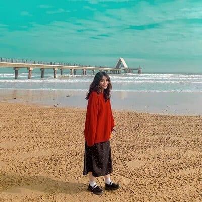 Áo len chui đầu + chân váy mang đến nét trang nhã, dịu dàng cho cô bạn @giangjoile.