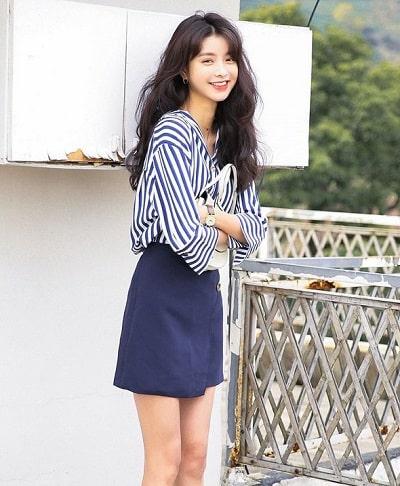 Chân váy chữ A là loại trang phục luôn được lòng các chị em văn phòng