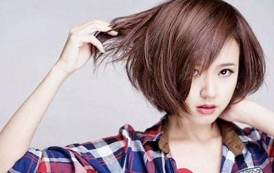 Kiểu tóc mái lệch cá tính