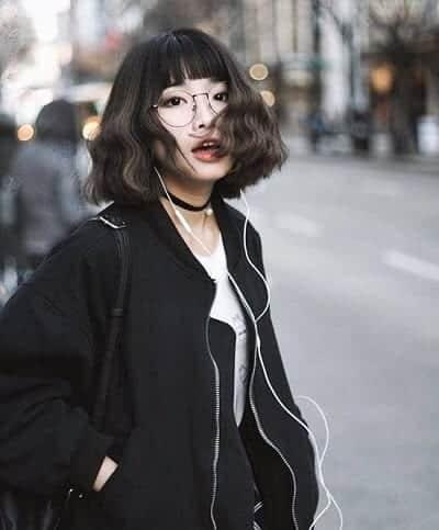 Mang biểu tượng của vẻ đẹp thời trang, đậm chất phong cách trẻ trung, cá tính kiểu tóc ngắn uốn xoăn này đang có thu hút đông đảo các bạn gái hiện nay.