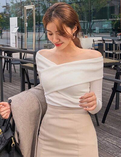 Áo len băng quấn màu trắng nửa kín nửa hở trễ vai quyến rũ