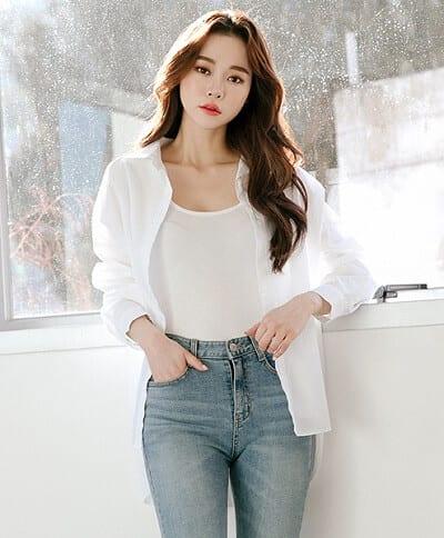 Áo sơ mi trắng tay dài oversize phong cách
