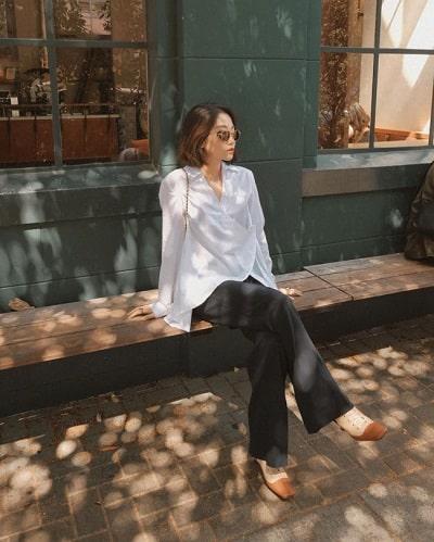 Áo sơ mi trắng kiểu form rộng phối quần ống rộng đen