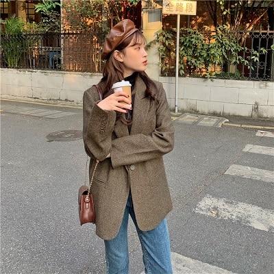 Mặc blazer cùng quần jeans cho nàng thêm cá tính