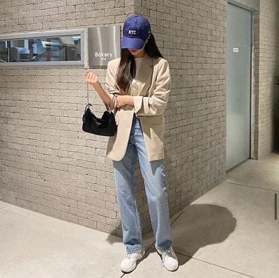 Ngoài đi làm, bạn vẫn diện blazer cùng quần jean đến nơi dự tiệc, xem phim, đi chơi chẳng hạn