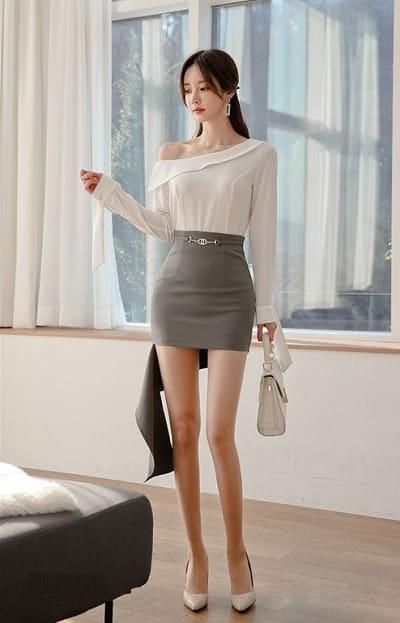 Chân váy ngắn cho người thấp phối cùng áo lệch vai