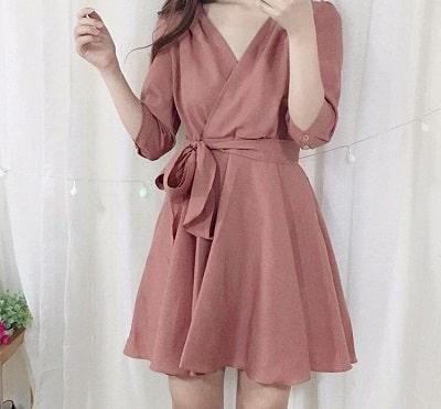 Đầm cổ v thắt eo màu hồng