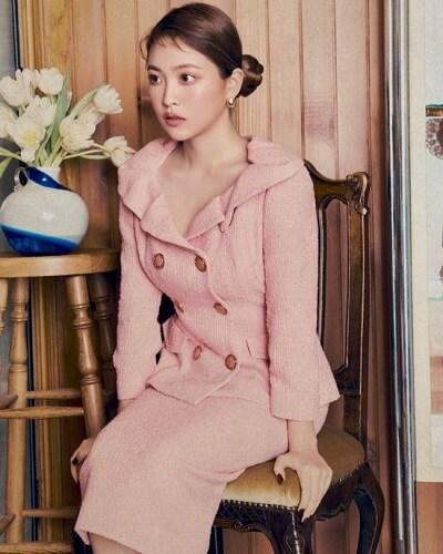 Suit váy hồng: Kiểu phối đồ hồng ngọt ngào đi chơi Valentine
