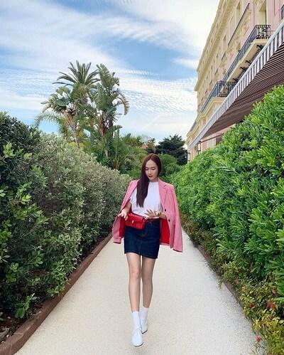 Áo blazer hồng: Kiểu phối đồ hồng ngọt ngào đi chơi Valentine