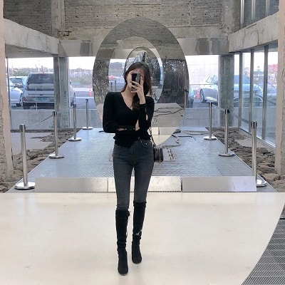 Mix quần skinny jeans với boots cao cổ - Ảnh 1