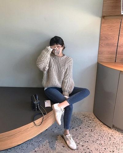 Mix quần skinny jeans với giày bệt - Ảnh 2