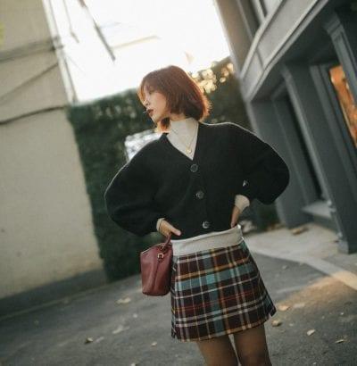 Cách phối áo len cổ lọ với áo cardigan - Ảnh 1