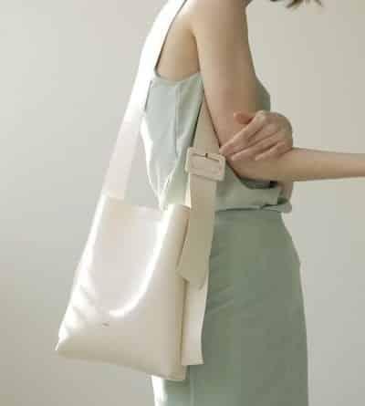 Túi xách gam trắng đơn giản - Ảnh 2
