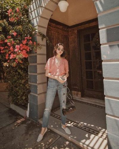 Quần jeans Ulzzang mặc cùng áo sơ mi ngắn tay