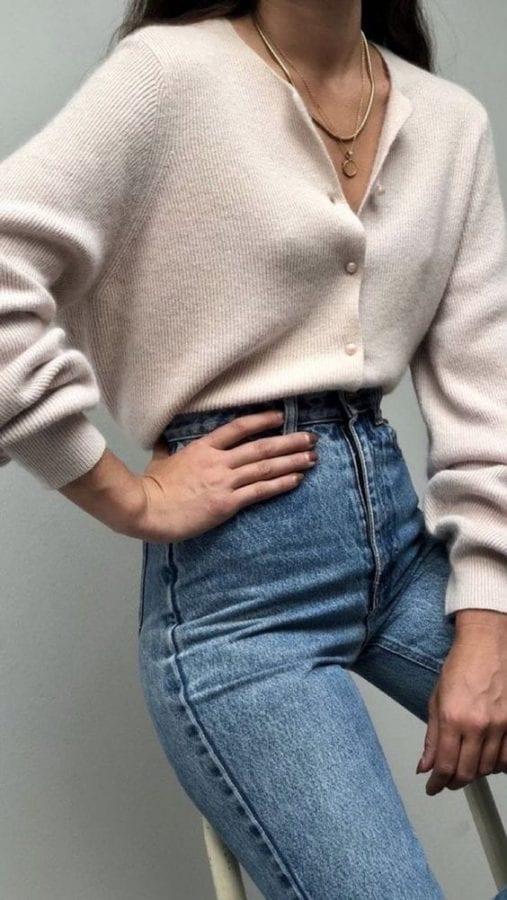 áo khoác cardigan mỏng là loại áo khoác cần có