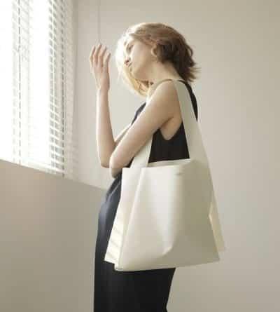 Túi xách gam trắng đơn giản - Ảnh 1