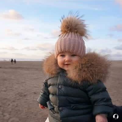 Mặc quần áo theo lớp (layer) với trang phục mùa đông cho bé