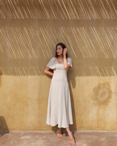 Ngọc nữ Tăng Thanh Hà luôn gắn liền với hình tượng quý cô sang chảnh. Mỗi 01 bộ váy nàng khoác lên người luôn được các chị em tìm kiếm khá nhiều. Đơn giản và tinh khôi là những từ để diễn tả những outfit của cô nàng. Chỉ 01 chiếc váy trắng cũng làm bao anh say nắng luôn đấy nhé!