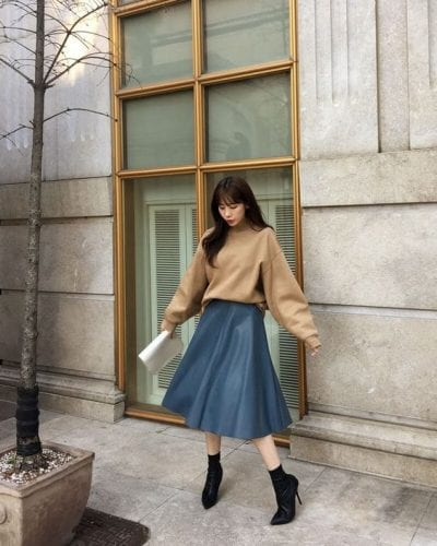 Áo sweater + Chân váy midi: Ảnh 1