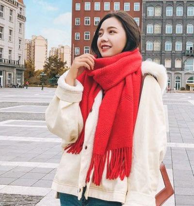 Có nhiều kiểu đan len và thiết kế; bạn có thể chọn những màu nổi bật để tôn da mình lên.