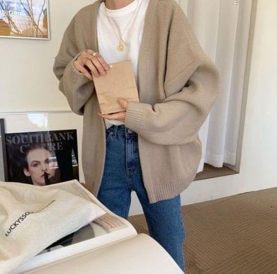 Phối áo cardigan cùng quần jean - Ảnh 1