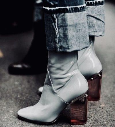Kiểu giày boot da bóng gót trong