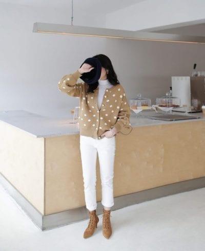 Cách phối áo len cổ lọ với áo cardigan - Ảnh 2