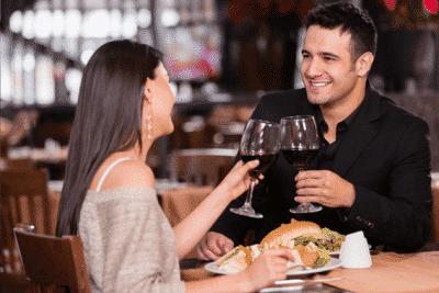 Một bữa ăn tối lãng mạn sẽ là món quà ý nghĩa dành tặng chàng