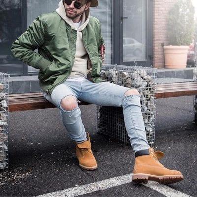 Bụi bặm với cách kết hợp Hoodie cùng Jeans rách và giày cao cổ