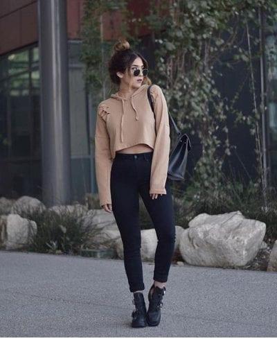 Mới lạ với cách mix Jeans bó cùng Hoodie nữ kiểu cách điệu Croptop