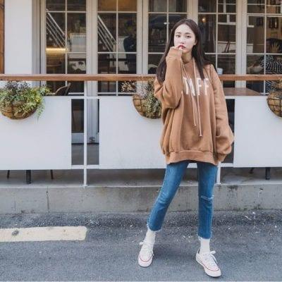 Học tập style Hàn Quốc mix Jeans bó cùng Hoodie dáng dài