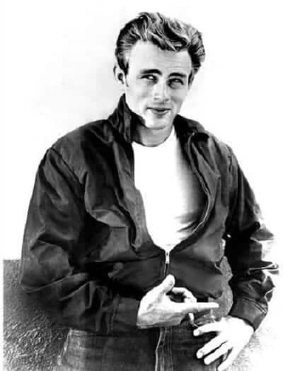 James Dean trong hình ảnh chiếc áo phông trắng quen thuộc