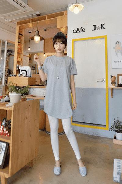 Học cách mix quần Legging cùng áo thun nữ trơn đơn giản mỗi ngày