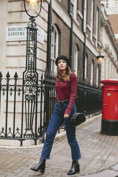 Còn gì phù hợp hơn một chiếc mũ beret khi bạn đang dạo trên đường phố của Paris?