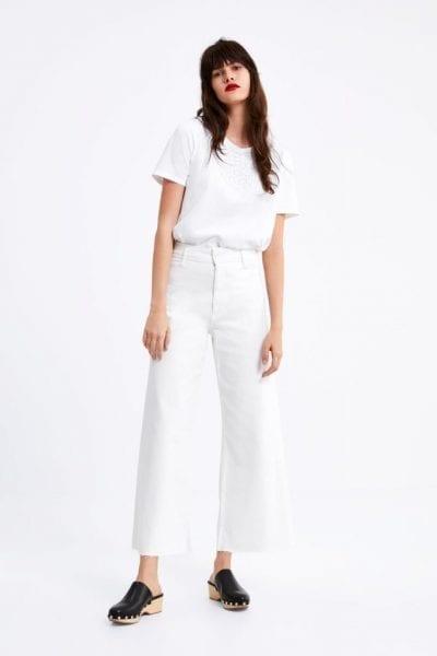 Monochrome không có nghĩa là phải mặc trắng hay đen hoàn toàn. Bạn có thể mặc cùng một tone màu nhưng với những sắc độ khác nhau.