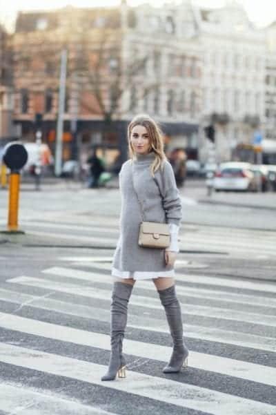Ton-sur-ton cùng bốt cao cổ và váy len