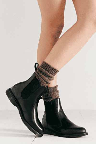 Giày chelsea boots có thể rất nữ tính nếu bạn biết phối đồ đúng chuẩn