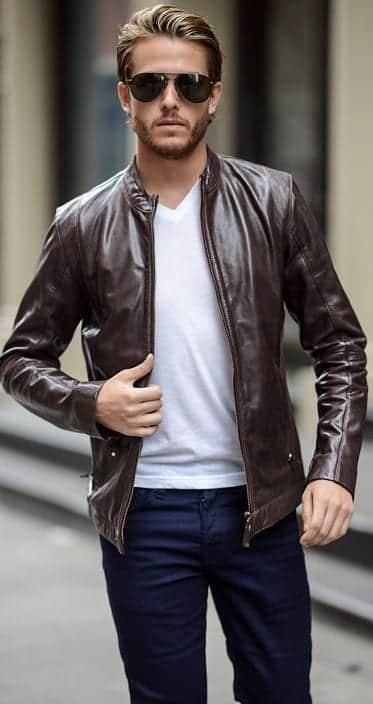 Áo thun cổ tim kết hợp với áo khoác da