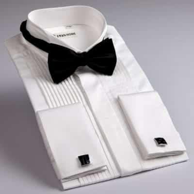 Chọn sơ mi cúc mặt trong khi mặc Tuxedo