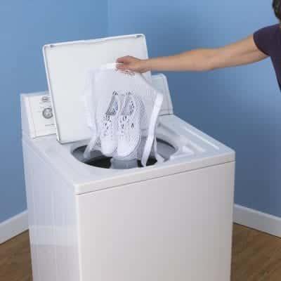 Tuyệt đối không nên giặt giày bằng máy giặt